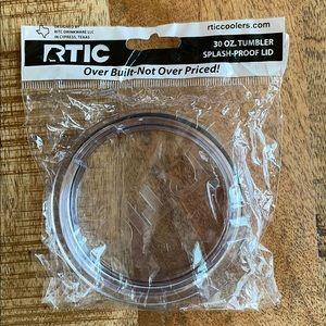 RTIC 30 oz. tumbler splash-proof lid.